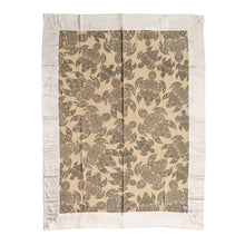 Laden Sie das Bild in den Galerie-Viewer, Plaid / 100% Kaschmir Decke Motiv MY TURTLES - Beige Taupe