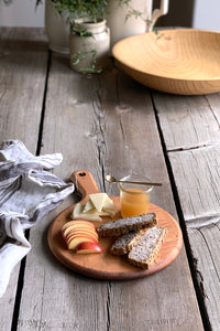 Small round server board | www.bowlandpitcher.com #servingboard #cheeseboard