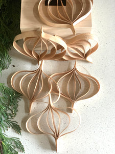 natural ornaments, curly birch, tree ornaments #ornaments #Christmas | www.bowlandpticher.com