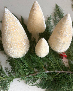 christmas decor, bottle brush trees, Holiday Decor #christmas #bottlebrush www.bowlandpitcher.com