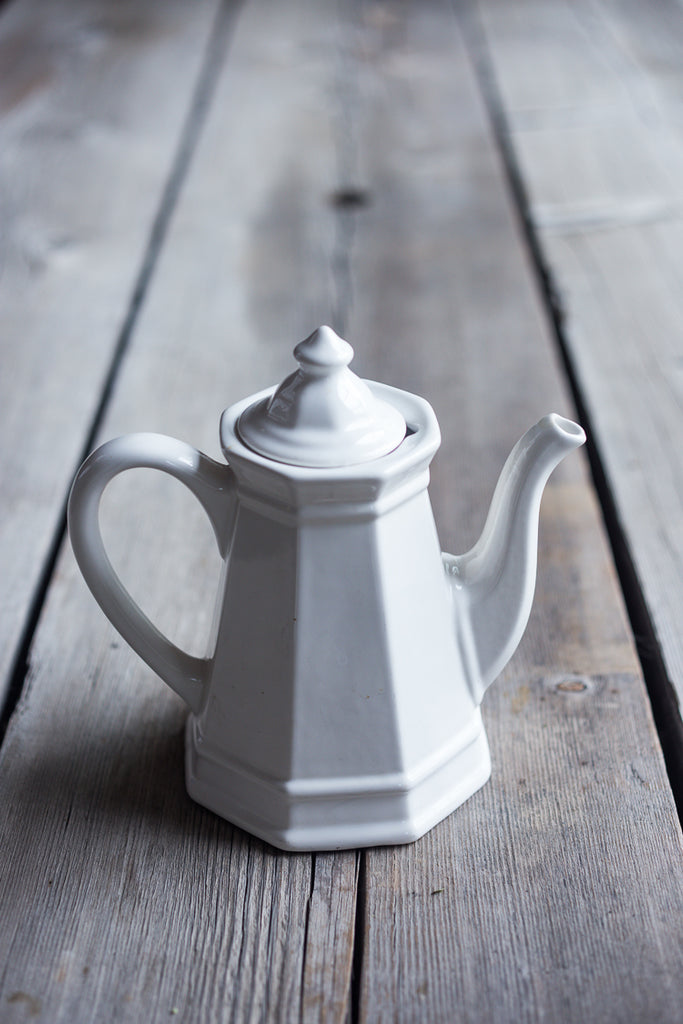 White vintage teapot in excellent condition #vintage #teapot