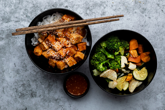 Garlic & Sesame Tofu Bowl With Rice Noodle & Vegetable Salad
