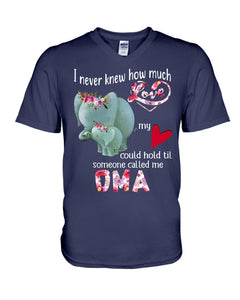 Elephants Someone Called Me Oma Funny Design Guys V-Neck