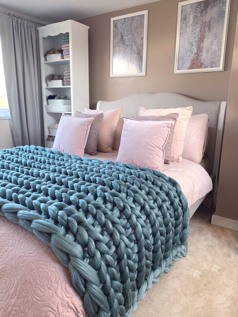 Acrylic chunky knit throw