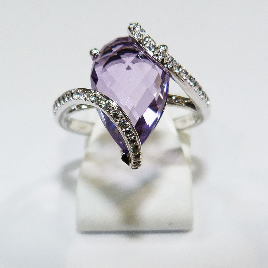 Amethyst oval ring