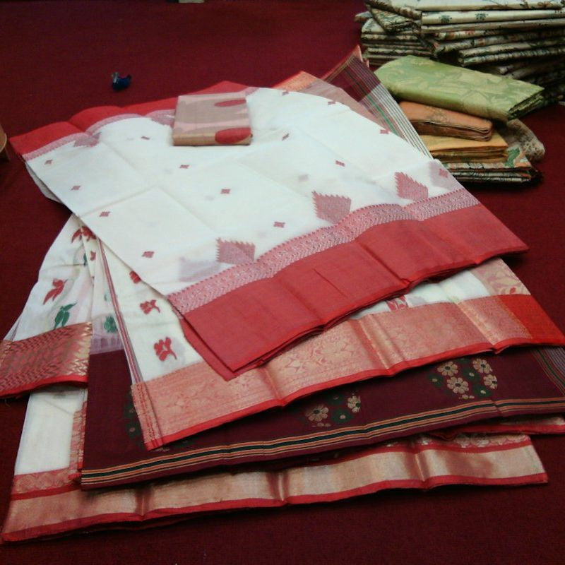 Red-white Bengal sarees in shop