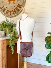 Load image into Gallery viewer, Allie Crossbody in Caramel Saddle