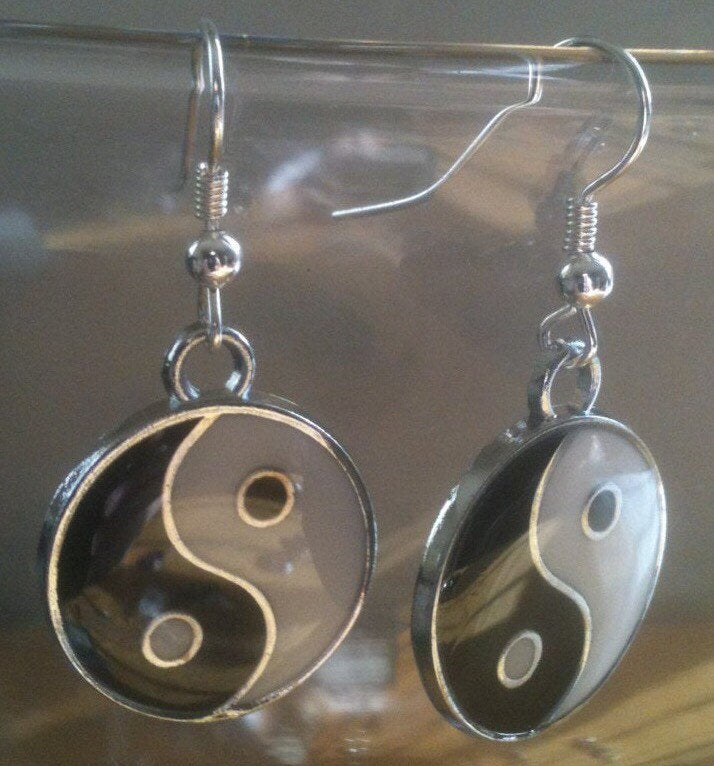 Yin and Yang Earrings Chinese Philosophy Dark and Light Charm Earrings Black and White Earrings Round Earrings