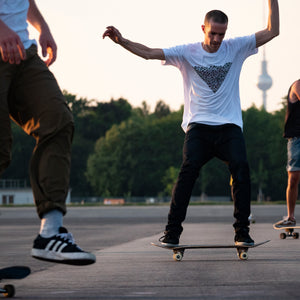 Skate Tempelhof Berlin, white Shirt, Waves