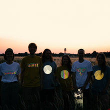 Laden Sie das Bild in den Galerie-Viewer, Reflective T-Shirts, friends on Tempelhofer Feld, Berlin