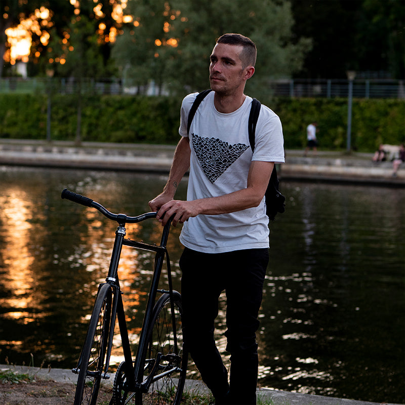 Reflective Flow tshirt, day time, city, bicycle
