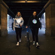 Laden Sie das Bild in den Galerie-Viewer, reflective hoodies, bike, girls walking