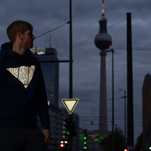 Laden Sie das Bild in den Galerie-Viewer, Berlin Alexanderplatz, Reflective Hoodie and road sign, city lights