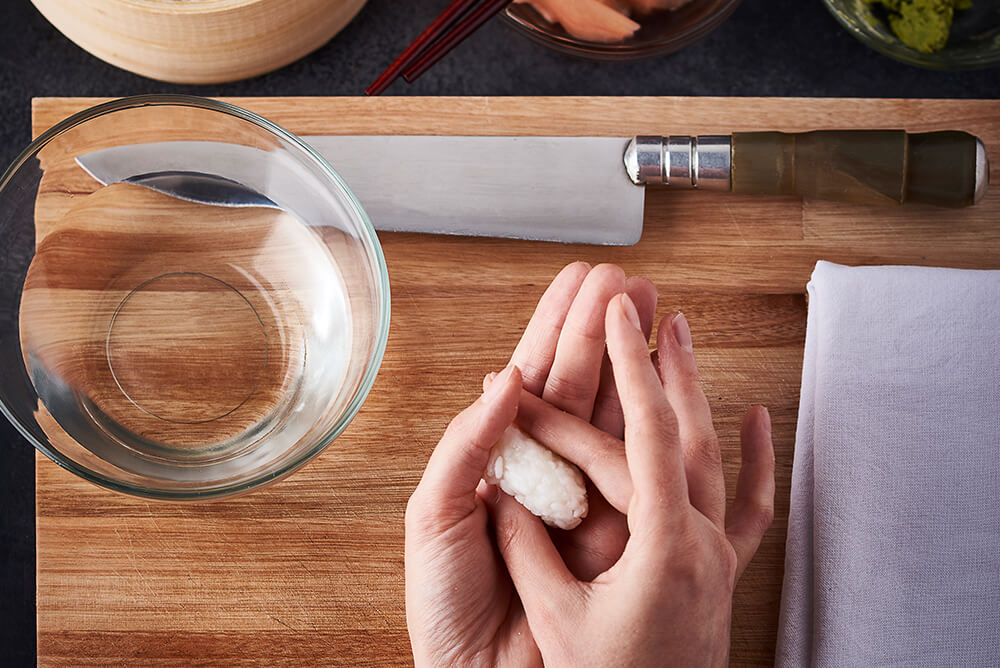 Shaping sushi rice ball into an oval