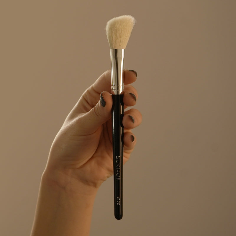 Fluffy Angled Mini Shaper Brush | B102