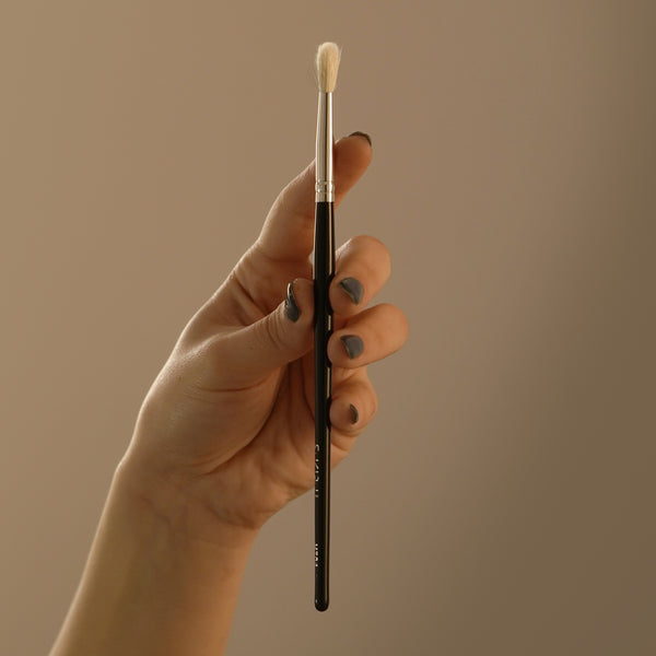 Small Fluffy Eye Brush | M704