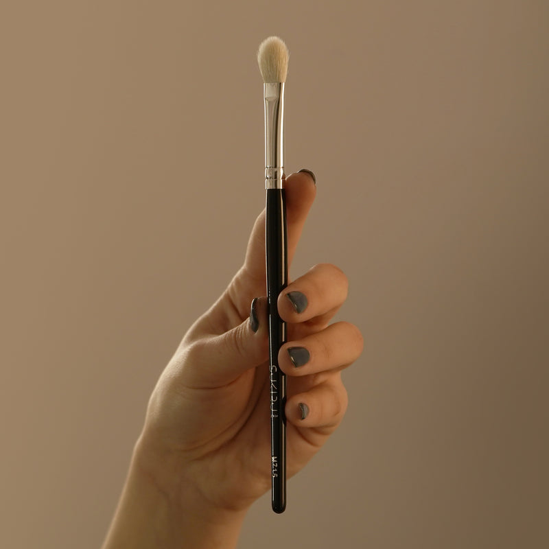 Medium Eyeshadow Brush | M715