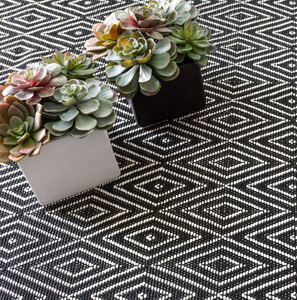 Dash & Albert - Diamond Indoor/Outdoor Rug - Black/Ivory