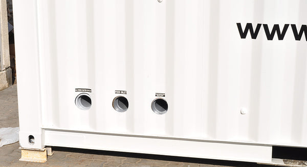 Plug and play connections on containerised water filtration system