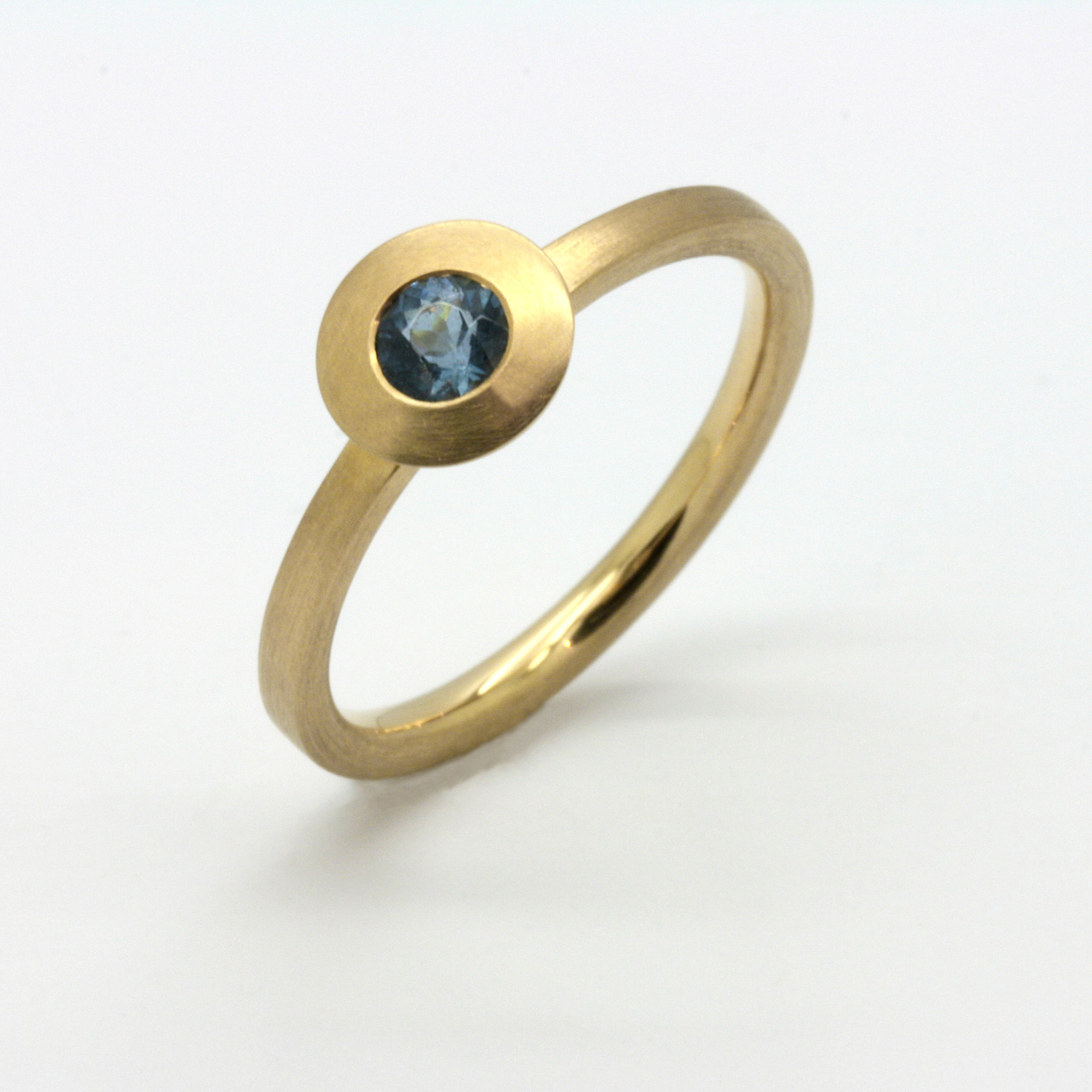 "Aquamarin ""Santa Maria"" Ring in Gelbgold"