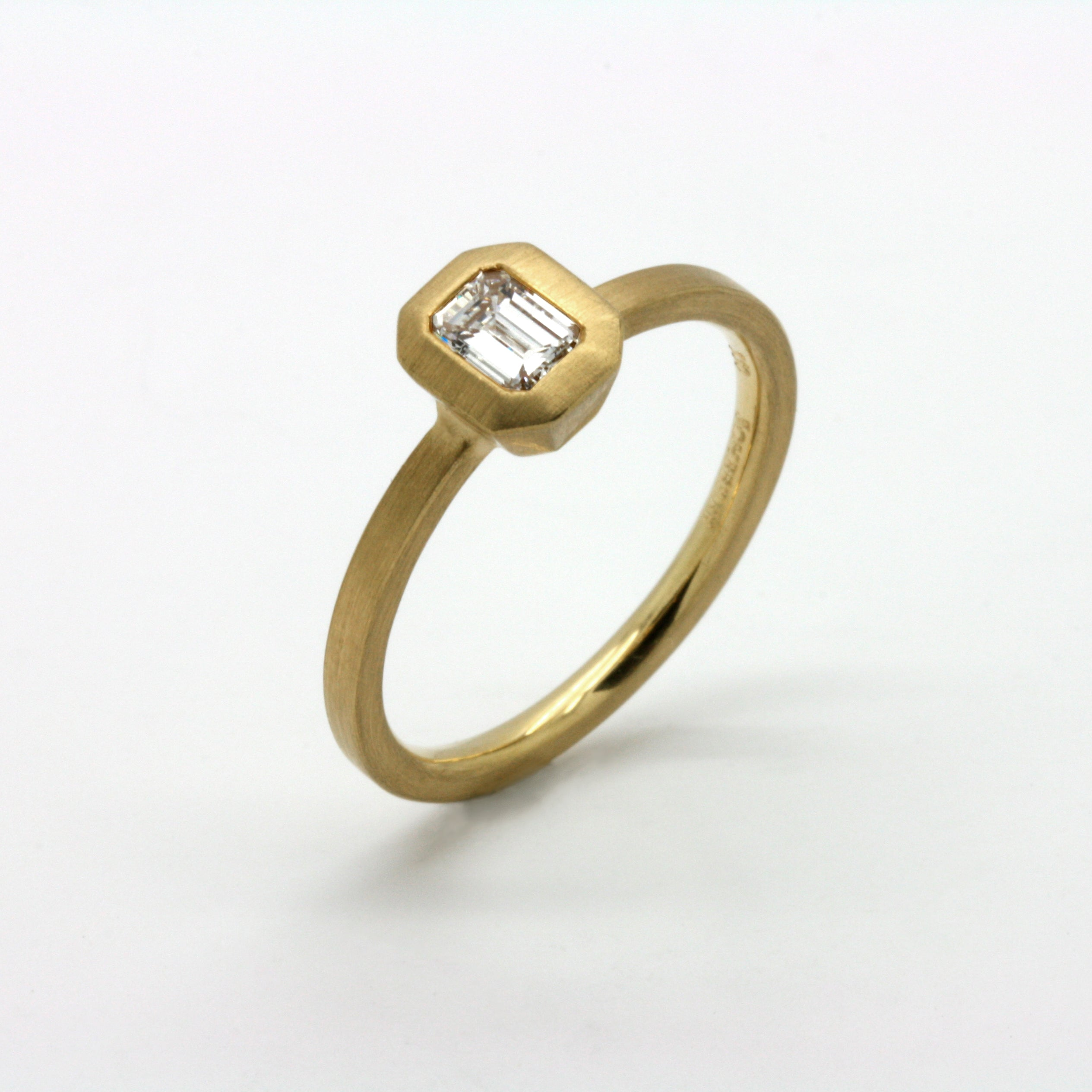 Gold ring with emerald cut diamond - renescheerer