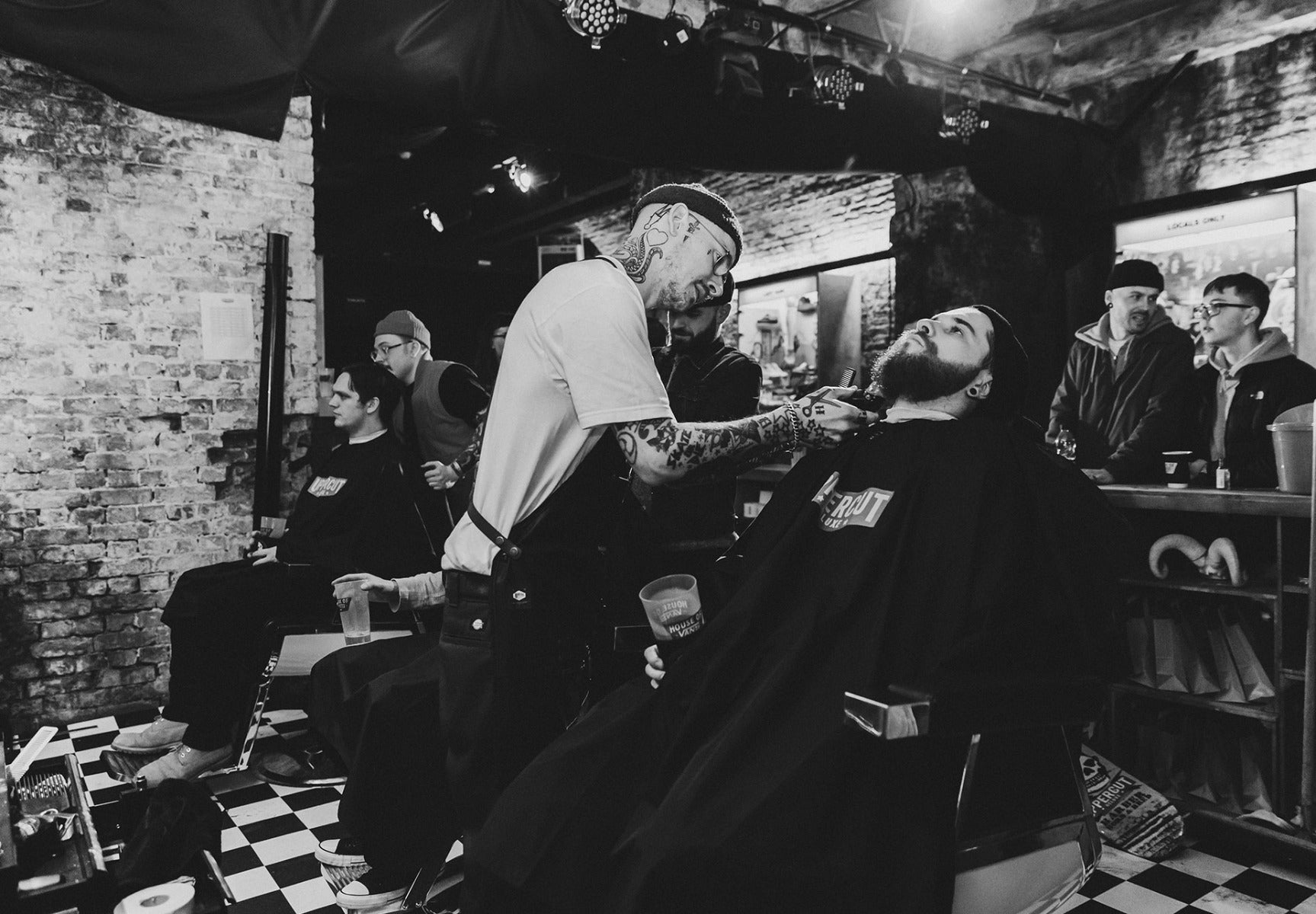 Man getting beard trim