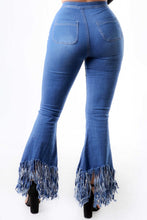 Load image into Gallery viewer, Highwaist Fringe Flare Jeans - Light Denim