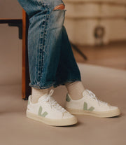VEJA sneakers_CAMPO CHROMEFREE matcha_on feet view