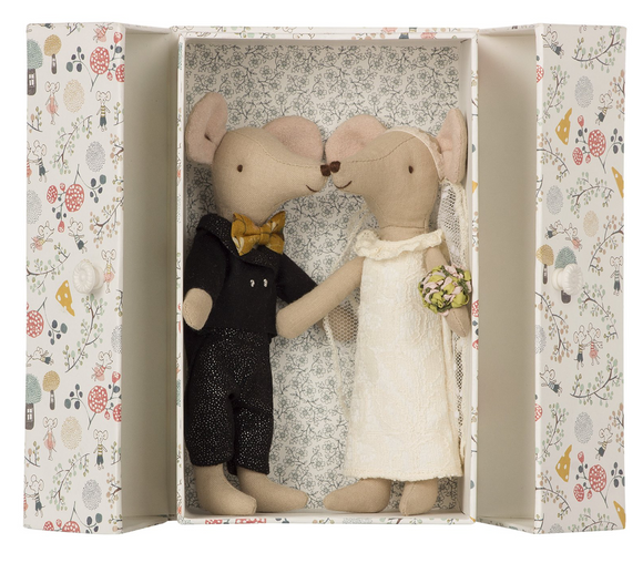 Wedding Mice Couple in Box - Victoria's Toy Station