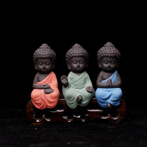 figurines-moines-bouddhistes-theravada
