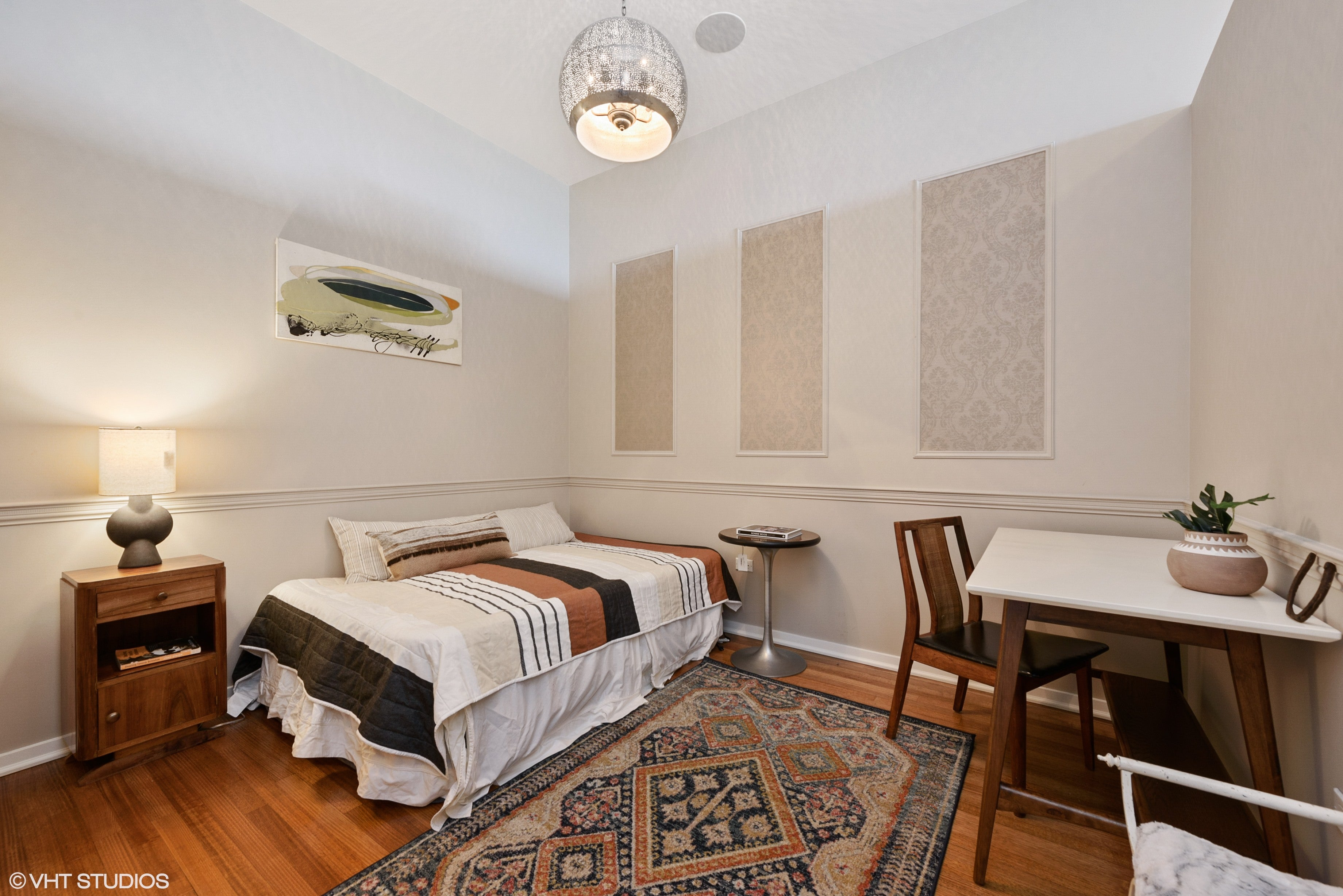 Eskell's luxury homes stagings like this River North apartment are an essential service for homes for sale in Chicago.
