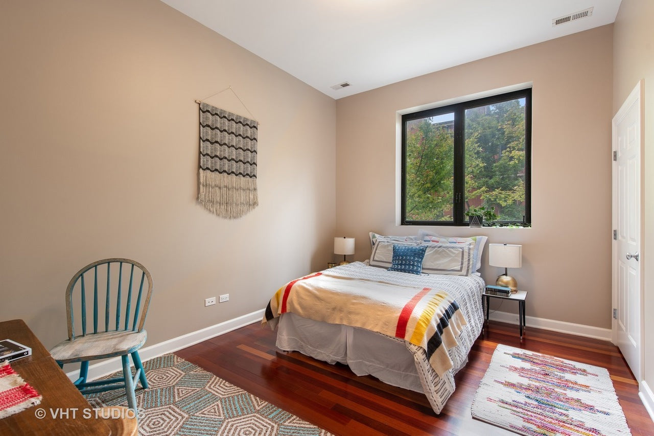 Eskell in Wicker Park Chicago stages home real estate like Wicker Park apartments, townhomes and condos.
