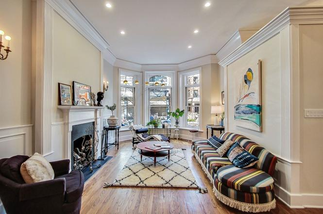 Eskell's home staging companies stage properties for Chicago real estate brokers.