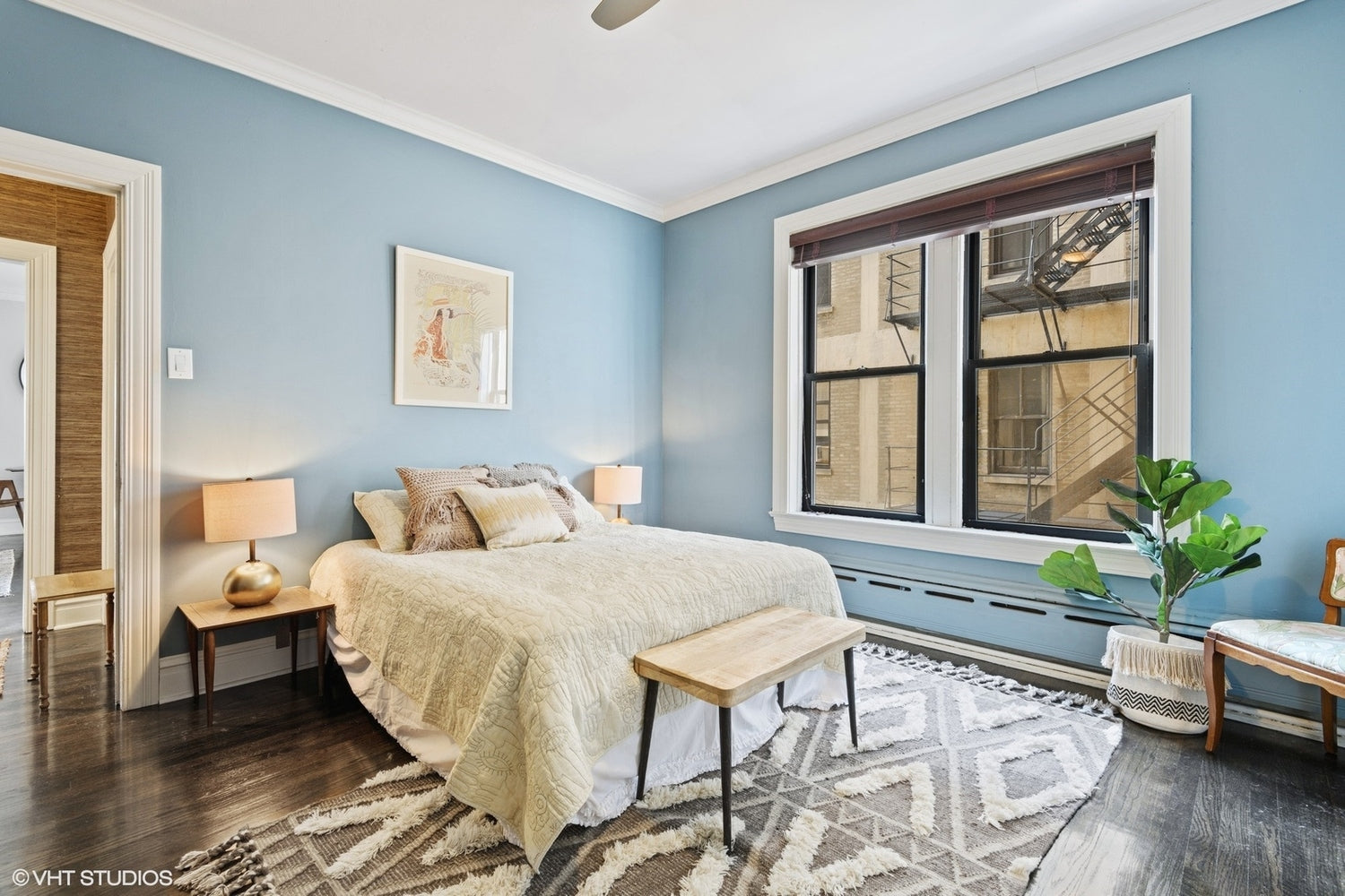 Eskell Chicago Staging promotes apartments for sale like this Chicago lakefront condo.