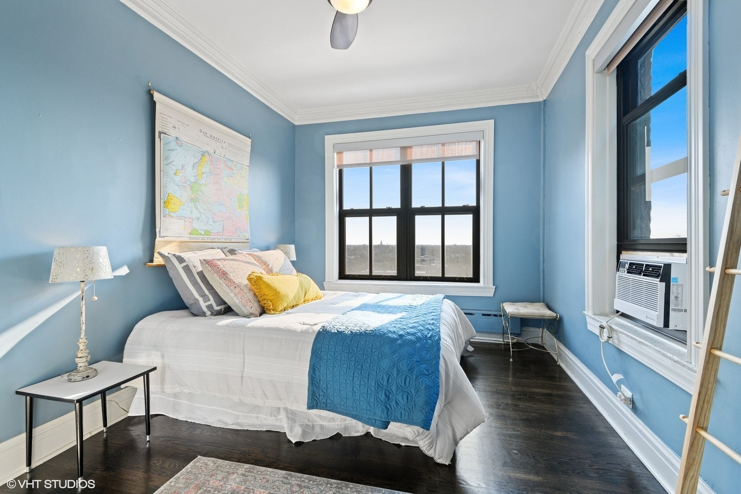 See apartments for sale on the Chicago lakefront and more from Eskell's home staging Chicago.