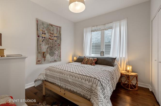 Eskell stages modern homes for sale like this 606 trail condo and more Chicago properties.