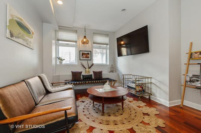 Eskell's home staging services stage homes like this Albany Park apartment and throughout all Chicago neighborhoods.