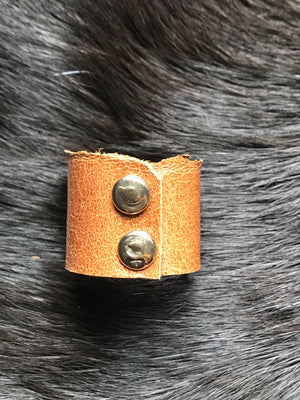 Dos Leather Ring