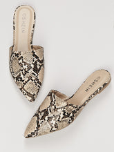 Load image into Gallery viewer, Pointed Toe Leopard Print Flat Slide Mules