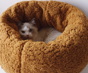 Super soft and comfortable cat and dog donut nest bed