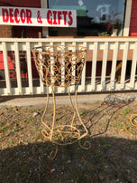 Free standing wire planters