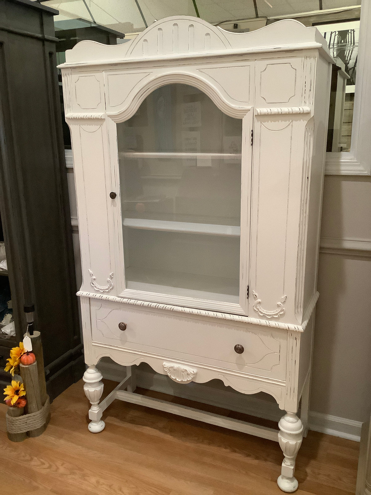 Single door china cabinet