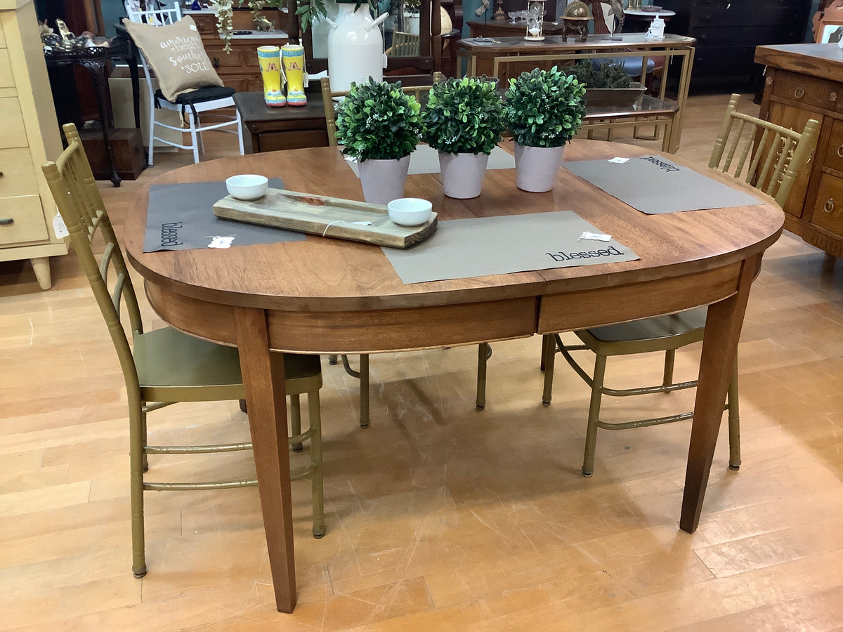 Oval table with 2 leaves