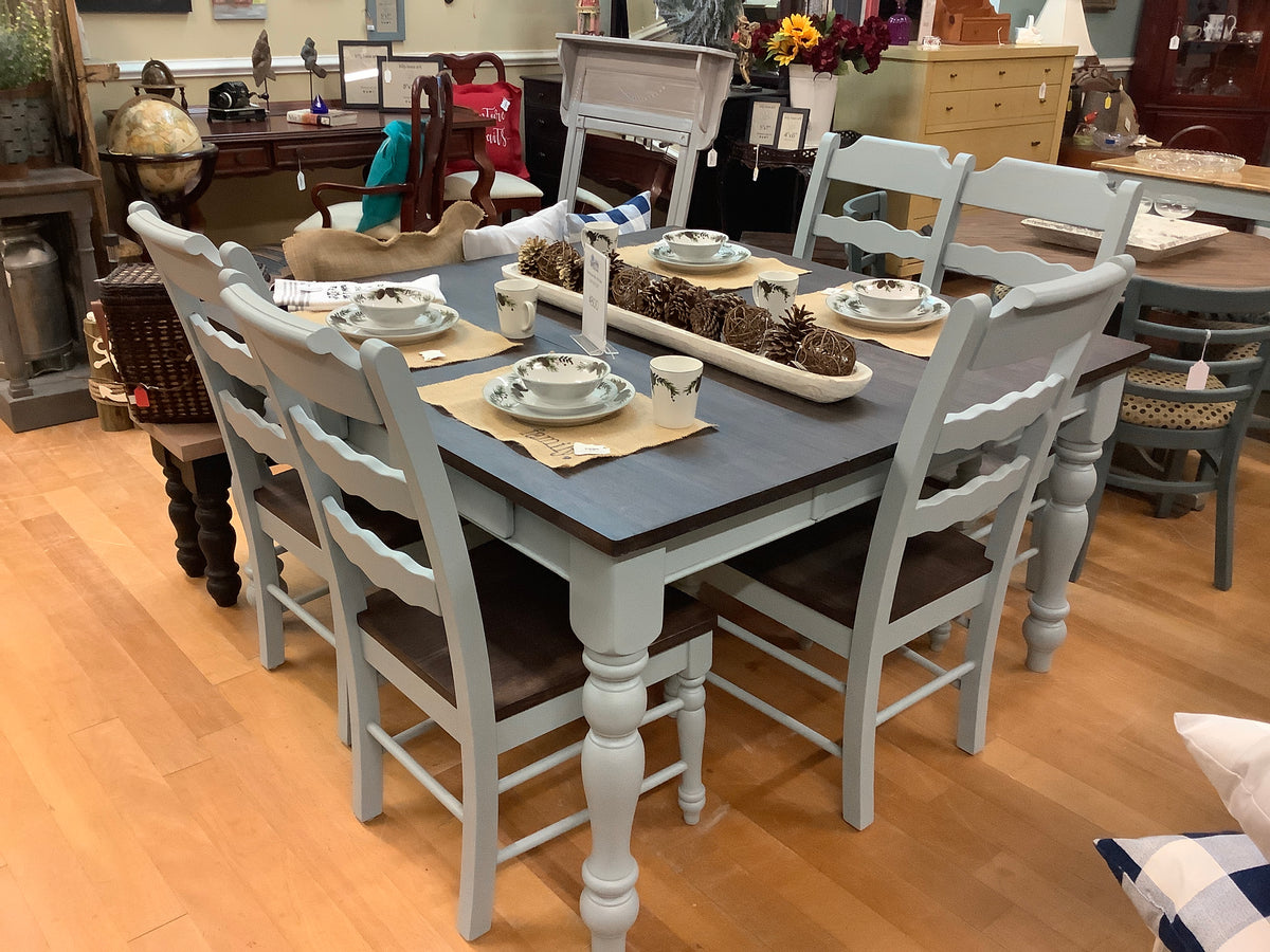 Farmhouse table with 5 chairs and leaf