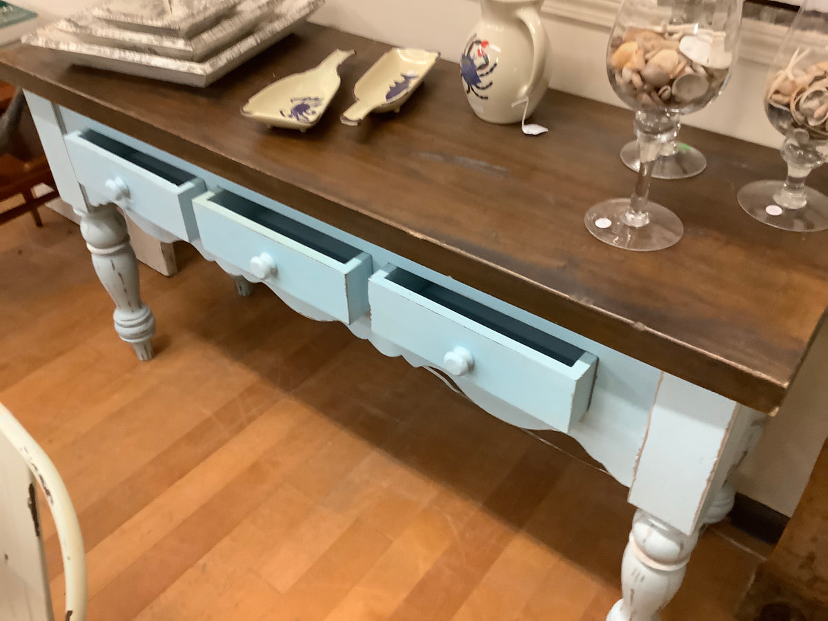 Sofa table with large turned legs
