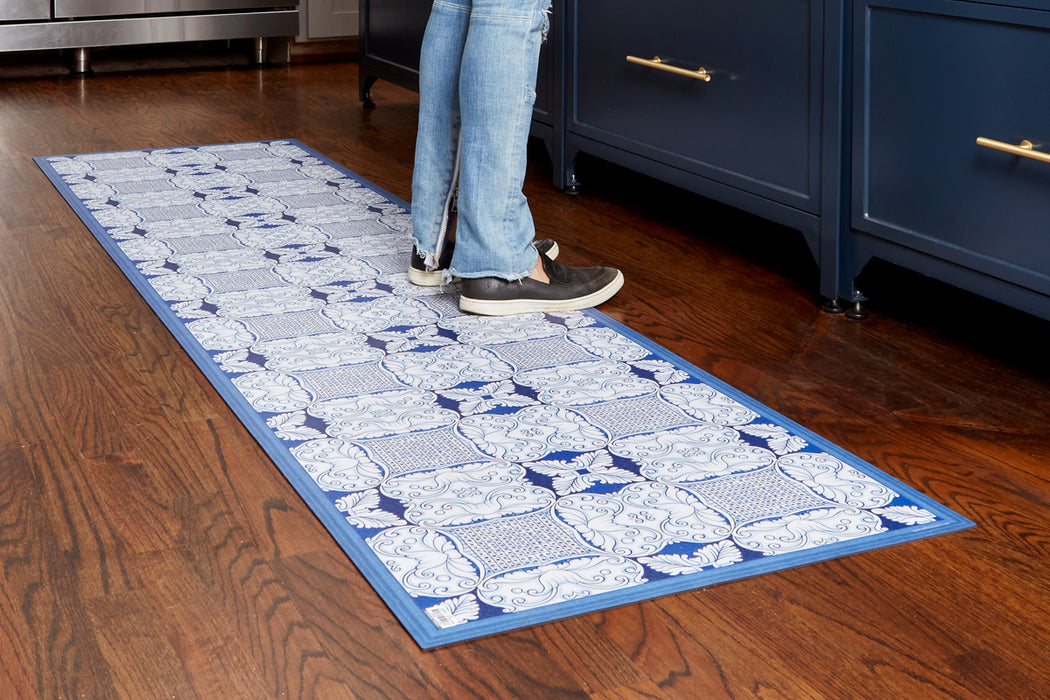 etúHOME Denim and White Caltagrione Rug, Large 4