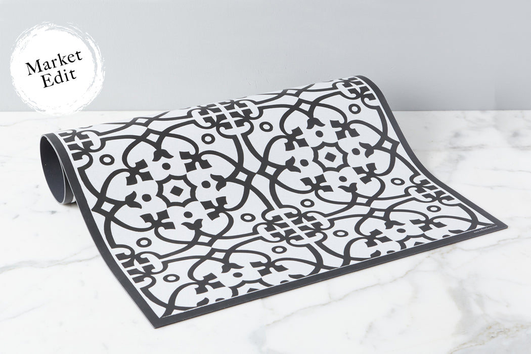 etúHOME Black Liberty Rug, Small 1