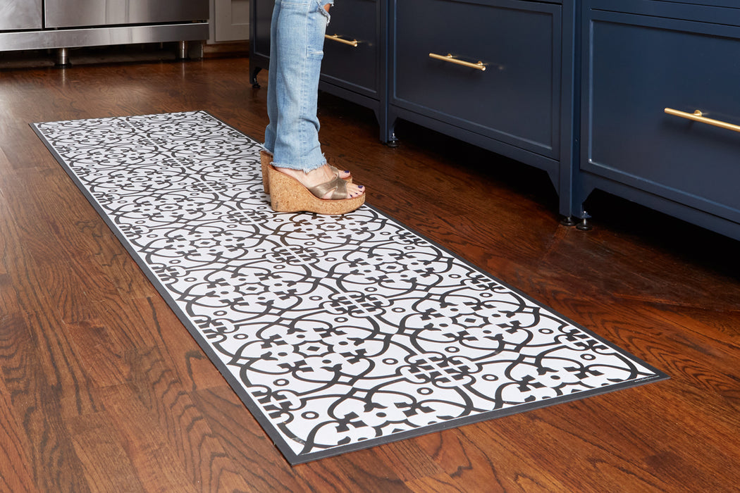 etúHOME Black Liberty Rug, Small 3