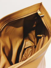 Laden Sie das Bild in den Galerie-Viewer, Bottega Veneta Twist Bag Caramel