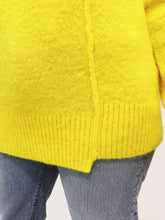 Laden Sie das Bild in den Galerie-Viewer, Pullover Kerna canary yellow